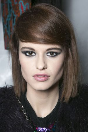 Side-part-faux-bang-fw13-Tracy-Reese-bks-I-RF13-6153-lgn